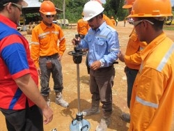 INDONESIA - compaction control in road construction with dynamic plate load tester HMP LFG